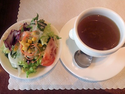 リヴィエール日替りランチのサラダとオニオンスープ