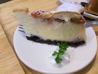 菓茶みきやブルベリーのチーズケーキ