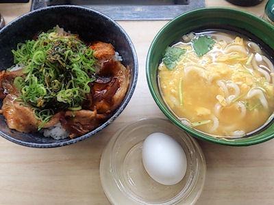 くら寿司イベリコ豚丼と京風玉子とじうどん