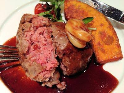 アルモニーアッシュ4周年記念三田和牛スペシャルランチ三田和牛の挽肉網脂包み焼き