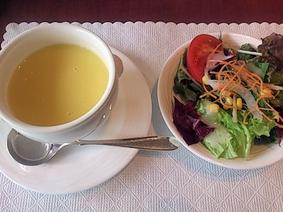 リヴィエール日替りランチのスープとサラダ