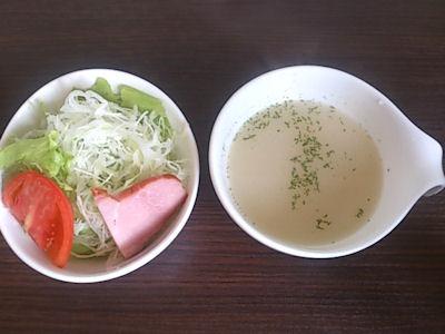 プラージュかつめしセットのサラダとスープ