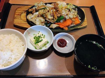 やよい軒豚肉とたっぷり野菜の味噌炒め定食