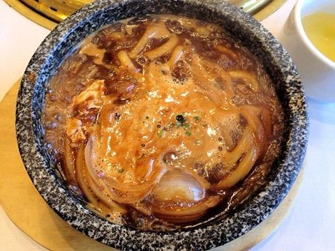 """じゅうじゅうカルビ""""石焼""""味噌煮込みうどん&焼肉ランチ"""