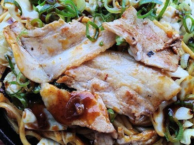 長田本庄軒豚カレー焼きそば濃厚バターライス添え