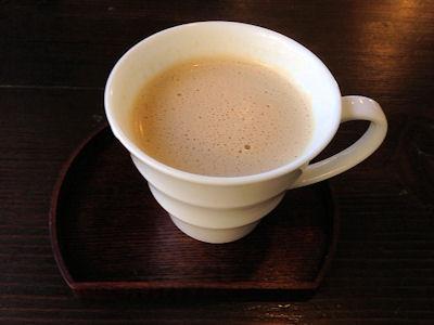 淡路島カレー朝食セットのアーモンドオーレ