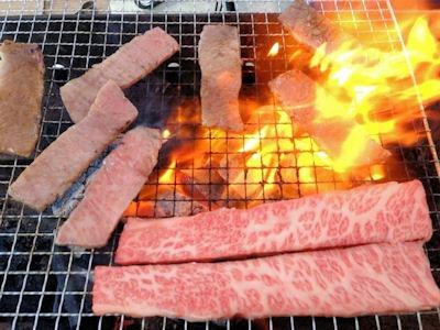 バーベキュー鹿児島県産銀撰王・黒毛和牛霜降りカルビ焼肉用(三角バラ)