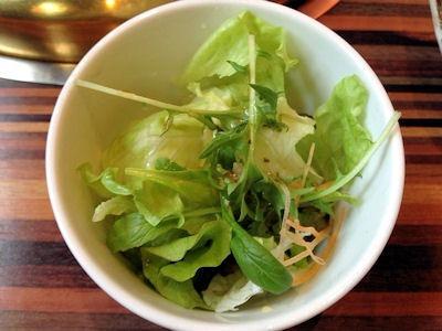 焼肉しちふくデカ肉盛ランチのサラダ