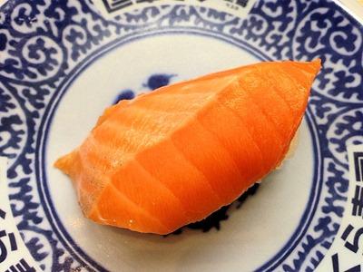 くら寿司宇和島産みかんサーモン極旨一貫