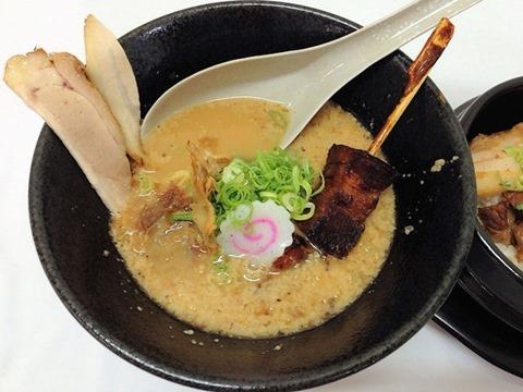 がちんこ らーめん道柊豚骨醤油ラーメン泉州名物トロトロ炙りチャシュー串乗せ