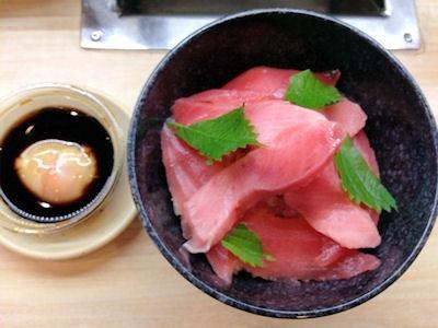 くら寿司熟成まぐろ三種丼