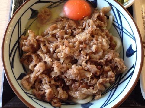 丸亀製麺牛すき釜玉うどん(並)