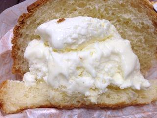 アルテリアベーカリーメロンパンアイス