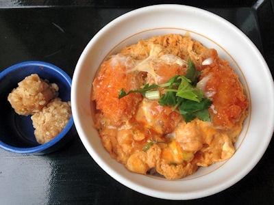 なか卯牡蠣(かき)とじ丼と唐あげ(2個)