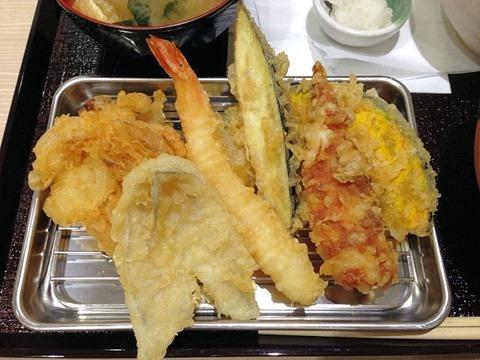 揚げ天まる天ぷら定食