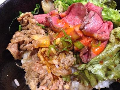 肉タレ屋甘辛焼きすきと黒毛和牛のローストビーフの味わい丼