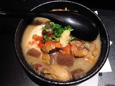 旨唐揚げと居酒メシミライザカ秘伝の鶏モツ味噌煮込み