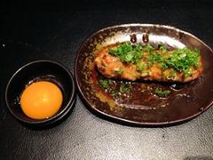 旨唐揚げと居酒メシミライザカ特製こだわりつくね(卵黄添え)