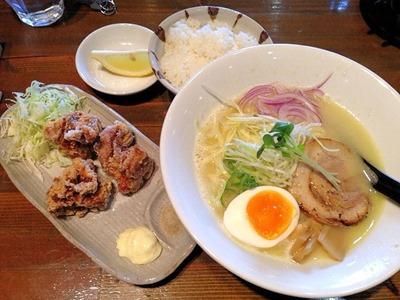 横浜ラーメン一心家鶏白湯ラーメンと唐揚げのランチ