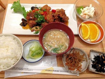 さち福やCAFE鶏のこんがり黄金唐揚と温野菜のねぎ香味たれ定食