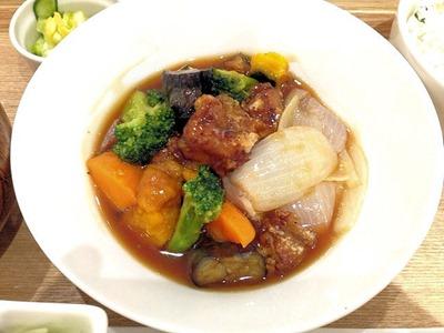 ごはんdeカフェ鶏肉とゴロゴロお野菜の黒酢炒め