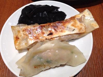 紅虎餃子房鉄鍋棒餃子と2色のパンダ餃子