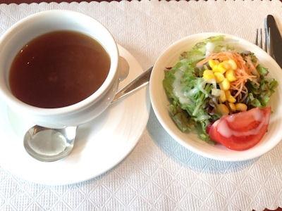 カジュアルダイニングリヴィエールランチのスープとサラダ