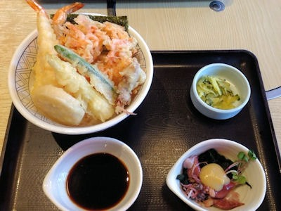 和食さと桜海老のかき揚げ天丼とほたるいかの酢味噌がけ