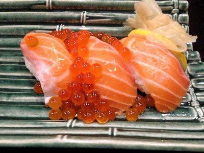 播州海鮮炉端碇いかり屋鮭といくらのこぼれ寿司