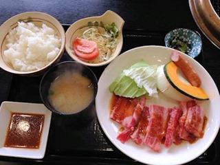 焼肉鈴和牛カルビ焼き定食