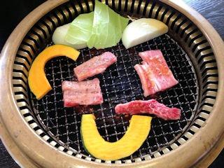 焼肉鈴和牛ロース焼き定食と和牛カルビ焼き定食