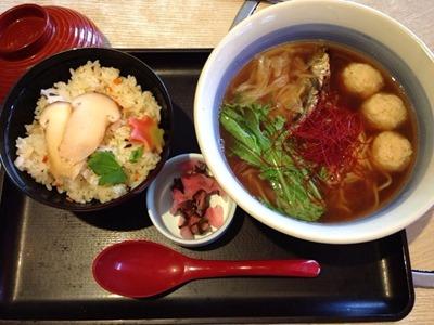 和食さとあごだしラーメンと松茸ごはん
