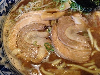 豚骨鶏ガラ らぁめん房和風とんこつ醤油味ラーメン
