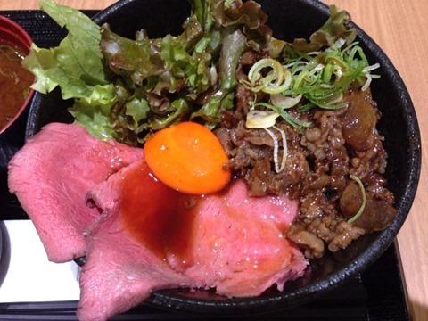 浪花焼肉肉タレ屋甘辛焼きすきと黒毛和牛のローストビーフの味わい丼