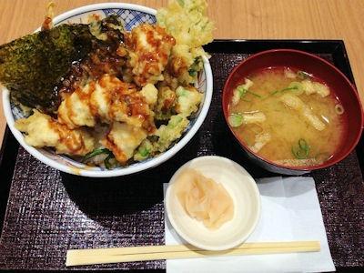 揚げ天まる牡蠣と菊菜の味噌ダレ天丼と味噌汁