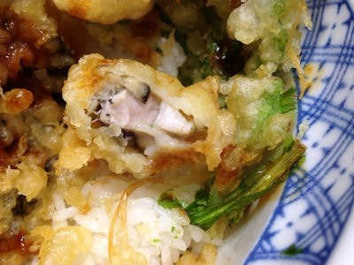 揚げ天まる牡蠣と菊菜の味噌ダレ天丼