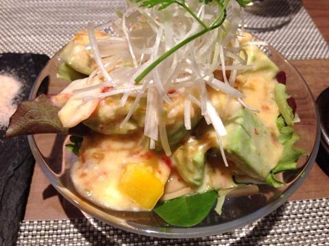 DINING花海老とアボガドのチリマヨ和え