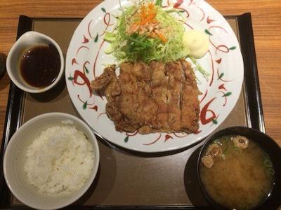 やよい軒鶏もも一枚揚げ定食(にんにく醤油)