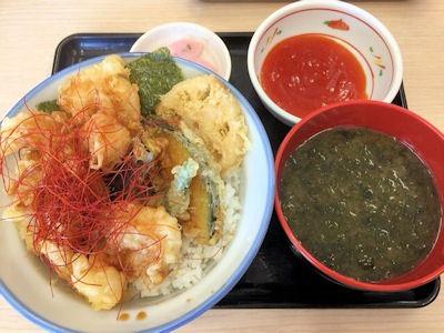 天丼・天ぷら本舗さん天海老チリ天丼と焼バラ海苔のみそ汁