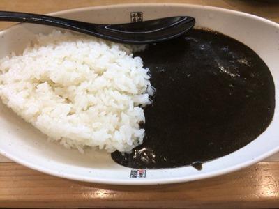 くら寿司すしやのシャリ黒カレー