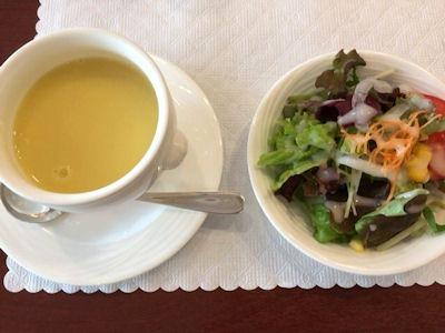 リヴィエールコーンスープとサラダ