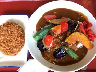 加古川北在家食堂夏野菜たっぷりカレーと食堂のメンチカツ