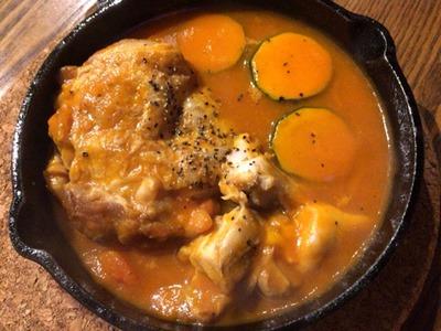 洋食ばるgin串チキンのピリ辛ガーリックトマト煮