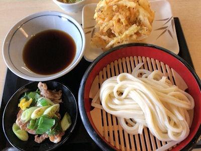 丸亀製麺鴨つけ汁うどんと野菜かき揚げ
