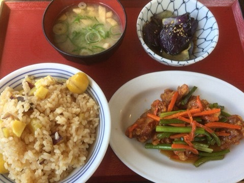 加古川北在家食堂栗とさつま芋の炊込みごはん等