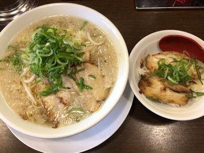 濃厚とんこつラーメンホッポ屋屋台味塩ラーメンミニチャーシュー丼定食