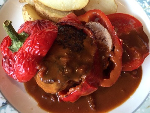 リヴィエールパプリカの肉詰めロースト