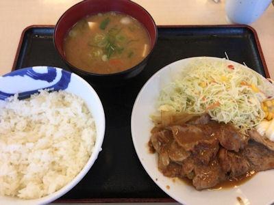 松屋豚肩ロースの生姜焼定食大と豚汁