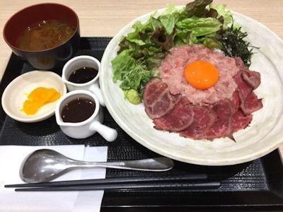 浪花焼肉肉タレ屋黒毛和牛レアステーキと三種のまぐろのネギトロ丼(中)