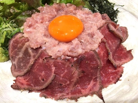浪花焼肉肉タレ屋黒毛和牛レアステーキと三種のまぐろのネギトロ丼